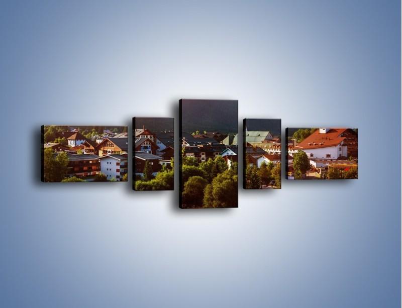 Obraz na płótnie – Austryjackie miasteczko u podnóży gór – pięcioczęściowy AM496W6