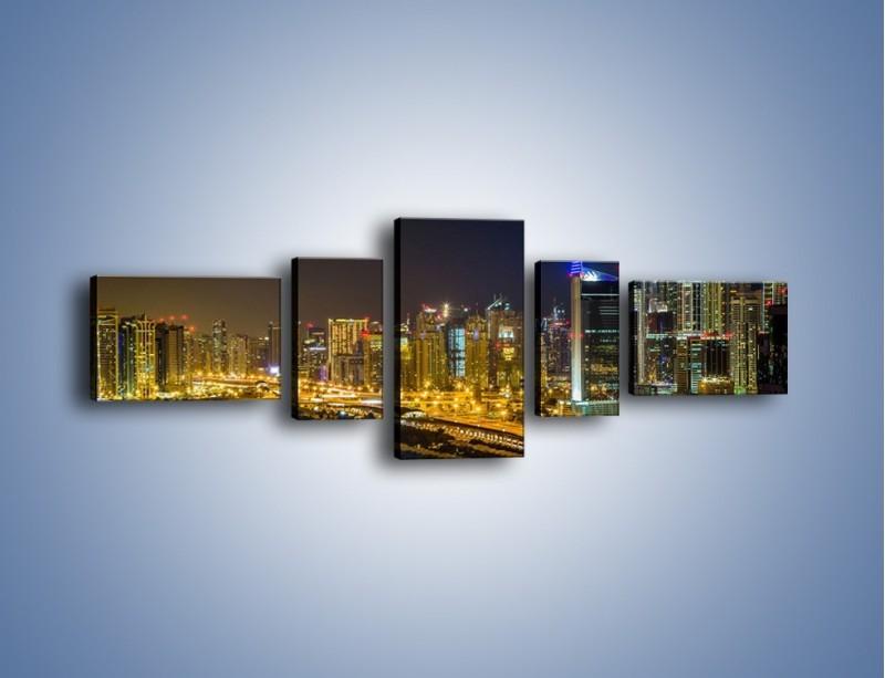 Obraz na płótnie – Oświetlony Dubaj nocą – pięcioczęściowy AM506W6