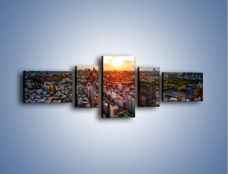 Obraz na płótnie – Panorama miasta o zachodzie słońca – pięcioczęściowy AM587W6