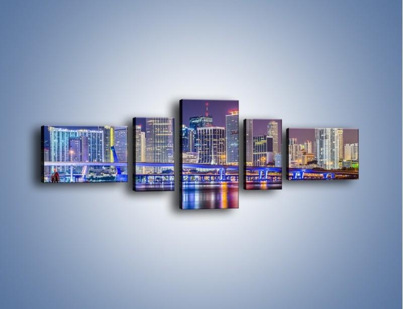 Obraz na płótnie – Światla Miami w odbiciu wód Biscayne Bay – pięcioczęściowy AM813W6