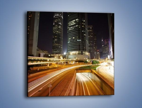 Obraz na płótnie – Miasto w nocnym ruchu ulicznym – jednoczęściowy kwadratowy AM225