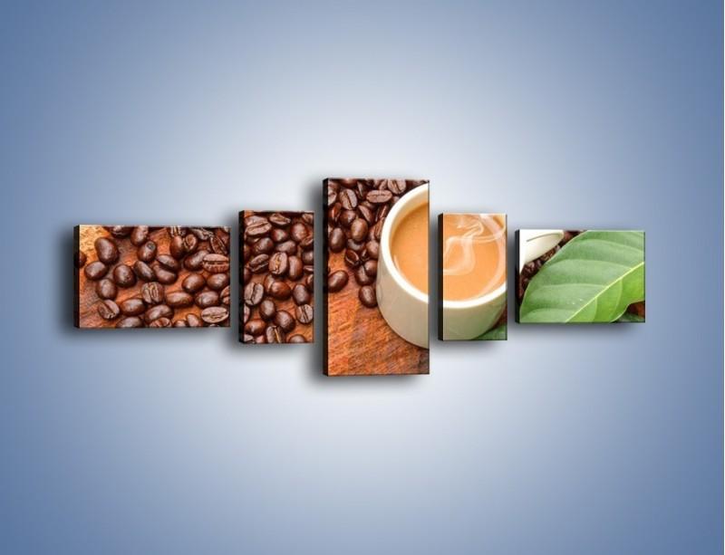 Obraz na płótnie – Ziarna kawy pod liściem – pięcioczęściowy JN417W6