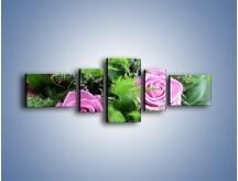 Obraz na płótnie – Bukiet róż wypełniony trawką – pięcioczęściowy K068W6