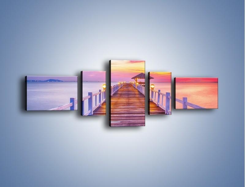 Obraz na płótnie – Spokojnym krokiem po moście – pięcioczęściowy KN918W6