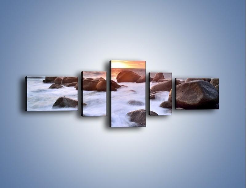 Obraz na płótnie – Kamienie zatopione w morzu – pięcioczęściowy KN930W6