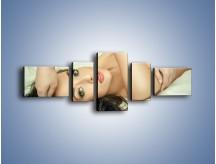 Obraz na płótnie – Kobieta w łóżku – pięcioczęściowy L133W6
