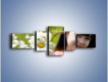 Obraz na płótnie – Kwiatki od małej dziewczynki – pięcioczęściowy L255W6