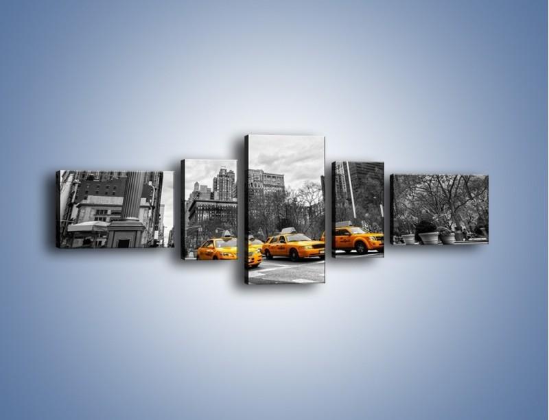 Obraz na płótnie – Żółte taksówki na szarym tle miasta – pięcioczęściowy TM225W6