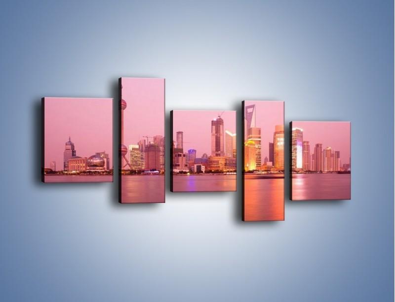Obraz na płótnie – Miasto o poranku w odcieniach różu – pięcioczęściowy AM020W7