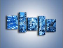 Obraz na płótnie – Centrum miasta w niebieskich kolorach – pięcioczęściowy AM042W7