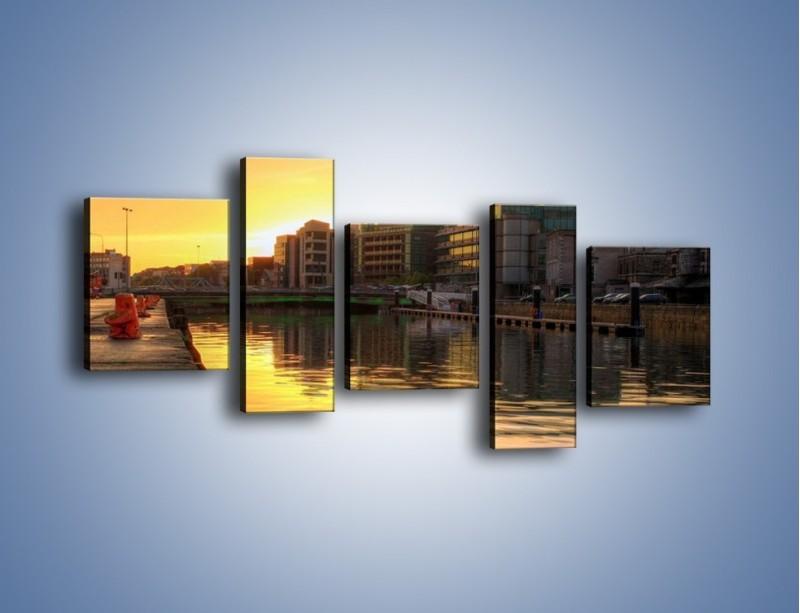 Obraz na płótnie – Kanał portowy o wschodzie słońca – pięcioczęściowy AM079W7