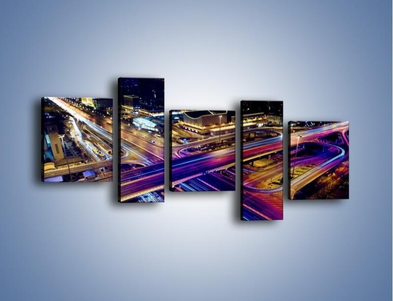 Obraz na płótnie – Skrzyżowanie autostrad nocą w ruchu – pięcioczęściowy AM087W7