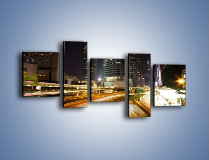 Obraz na płótnie – Miasto w nocnym ruchu ulicznym – pięcioczęściowy AM225W7