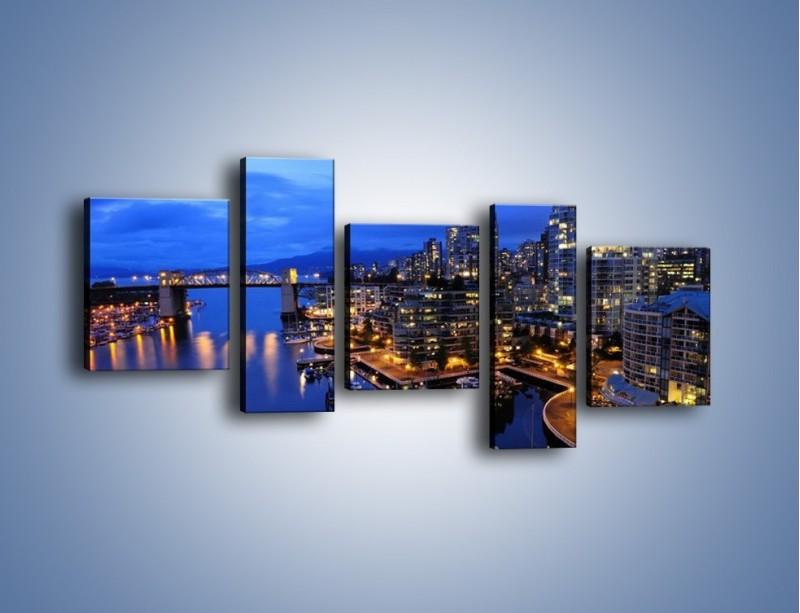 Obraz na płótnie – Port na jachty w mieście nocą – pięcioczęściowy AM250W7