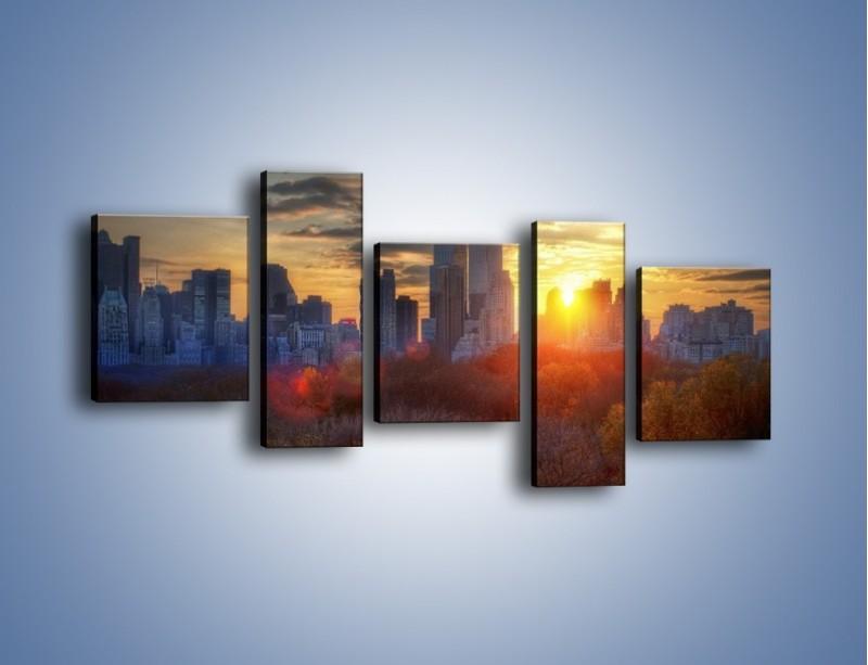 Obraz na płótnie – Wschód słońca nad miastem – pięcioczęściowy AM318W7
