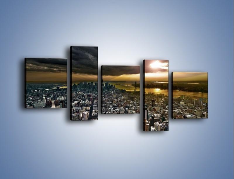 Obraz na płótnie – Czarne chmury nad Nowym Yorkiem – pięcioczęściowy AM347W7