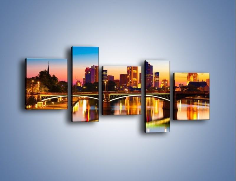 Obraz na płótnie – Oświetlony most we Frankfurcie – pięcioczęściowy AM416W7