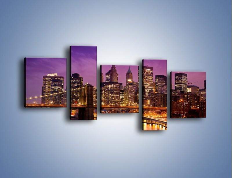 Obraz na płótnie – Nowy York pod fioletowym niebem – pięcioczęściowy AM434W7
