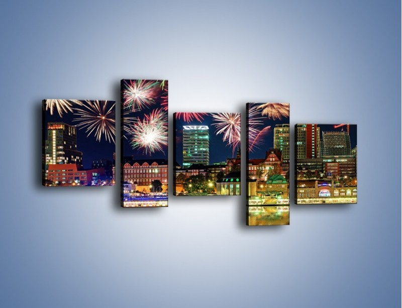 Obraz na płótnie – Noworoczne fajerwerki nad miastem – pięcioczęściowy AM452W7