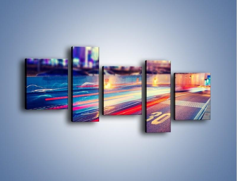 Obraz na płótnie – Ulica w ruchu świateł samochodowych – pięcioczęściowy AM482W7