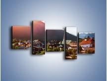 Obraz na płótnie – Austryjackie miasteczko u podnóży gór – pięcioczęściowy AM496W7