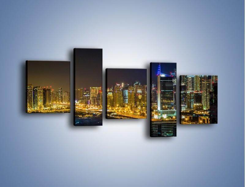 Obraz na płótnie – Oświetlony Dubaj nocą – pięcioczęściowy AM506W7