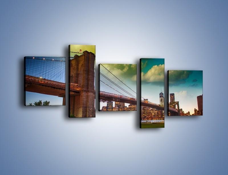Obraz na płótnie – Most Brookliński pod pochmurnym niebem – pięcioczęściowy AM752W7