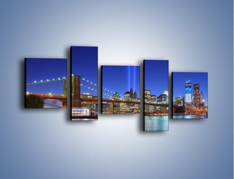 Obraz na płótnie – Świetlne kolumny w Nowym Jorku – pięcioczęściowy AM757W7