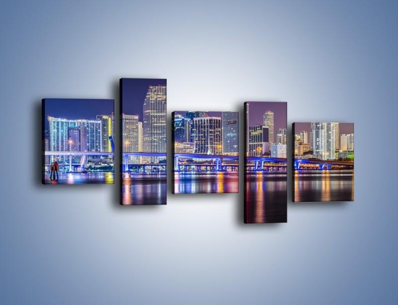Obraz na płótnie – Światla Miami w odbiciu wód Biscayne Bay – pięcioczęściowy AM813W7