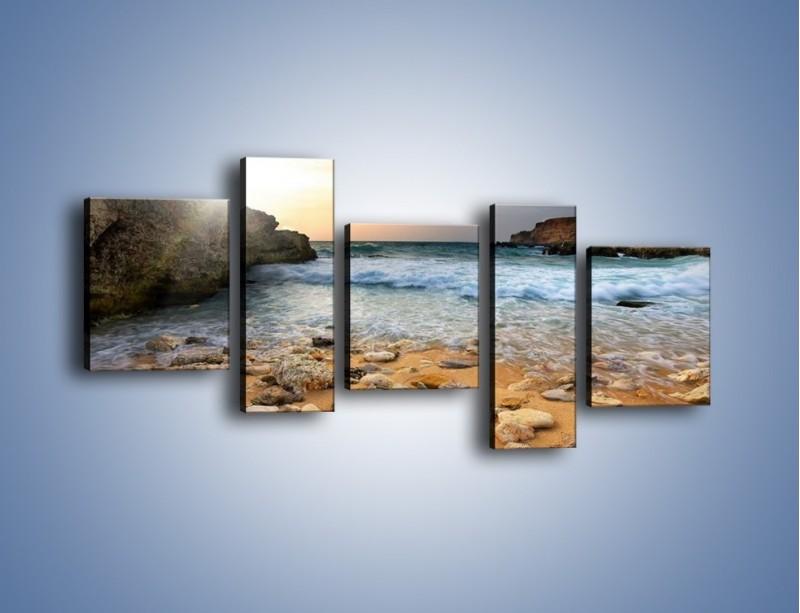 Obraz na płótnie – Kamienista plaża o poranku – pięcioczęściowy KN043W7
