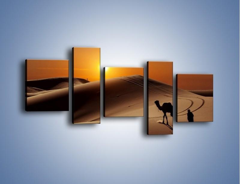 Obraz na płótnie – Człowiek wielbłąd i wydmy – pięcioczęściowy KN1134AW7