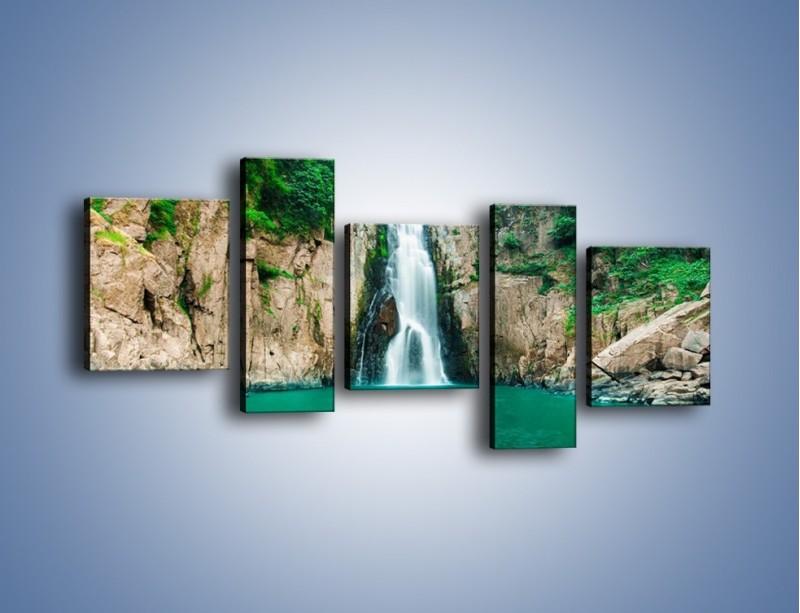 Obraz na płótnie – Skok ze skarpy do wody – pięcioczęściowy KN1184AW7