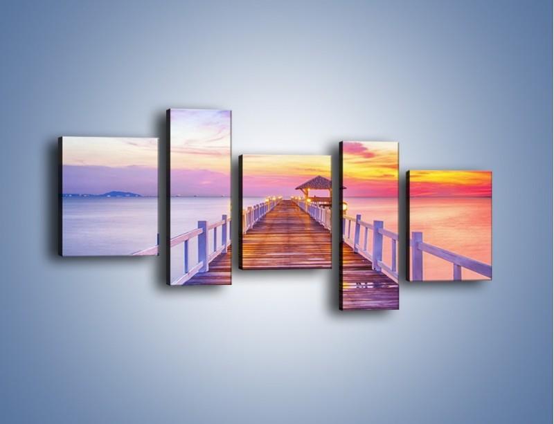 Obraz na płótnie – Spokojnym krokiem po moście – pięcioczęściowy KN918W7