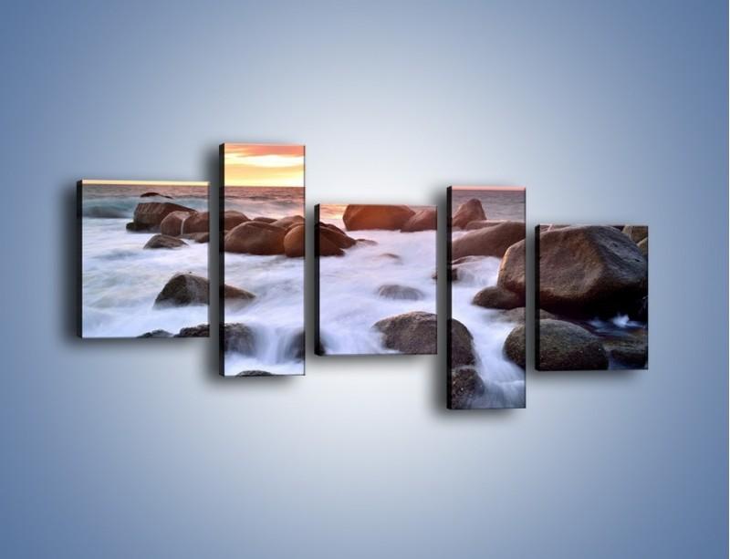 Obraz na płótnie – Kamienie zatopione w morzu – pięcioczęściowy KN930W7