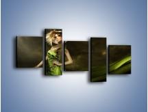 Obraz na płótnie – Kobieta ubrana w zieleń – pięcioczęściowy L098W7