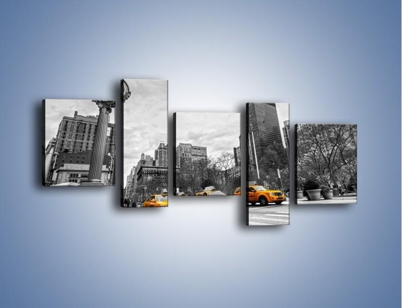 Obraz na płótnie – Żółte taksówki na szarym tle miasta – pięcioczęściowy TM225W7
