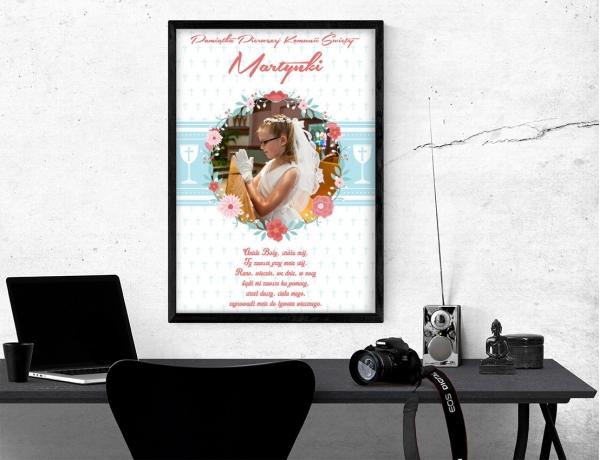 Plakat lub obraz na Pamiątkę I Komunii - Zdjęcie wśród kwiatów