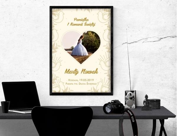Plakat lub obraz na Pamiątkę I Komunii - Zdjęcie w kształcie serduszka