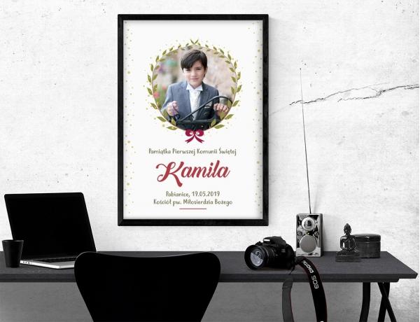 Plakat lub obraz na Pamiątkę I Komunii - Zdjęcie otulone liśćmi
