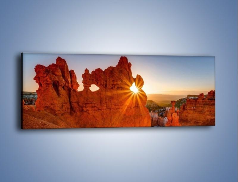 Obraz na płótnie – Przez słoneczne okulary – jednoczęściowy panoramiczny KN991