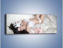 Obraz na płótnie – Biel koronki i futro – jednoczęściowy panoramiczny L221
