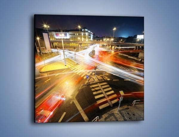 Obraz na płótnie – Światła samochodów w ruchu na skrzyżowaniu – jednoczęściowy kwadratowy AM279