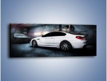 Obraz na płótnie – BMW M6 F13 w garażu – jednoczęściowy panoramiczny TM165