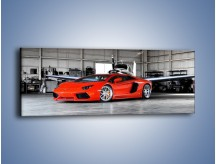Obraz na płótnie – Lamborghini Aventador w hangarze – jednoczęściowy panoramiczny TM191