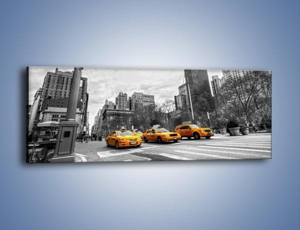 Obraz na płótnie – Żółte taksówki na szarym tle miasta – jednoczęściowy panoramiczny TM225