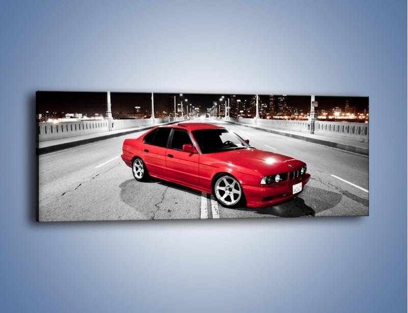 Obraz na płótnie – BMW 5 E34 na moście – jednoczęściowy panoramiczny TM227