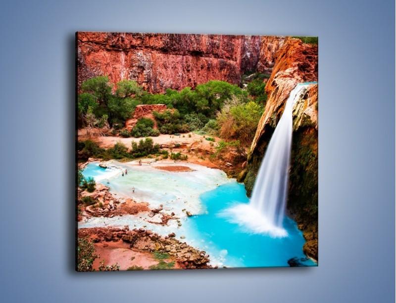 Obraz na płótnie – Zabawy przy wodospadzie – jednoczęściowy kwadratowy KN095