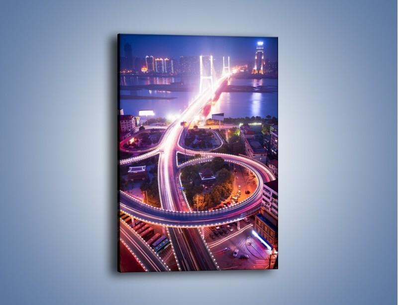 Obraz na płótnie – Rozświetlona droga prowadząca na most – jednoczęściowy prostokątny pionowy AM036