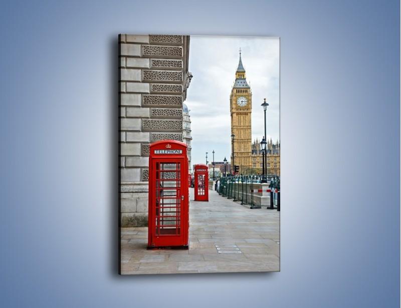 Obraz na płótnie – Czerwone budki telefoniczne na tle Big Bena – jednoczęściowy prostokątny pionowy AM161