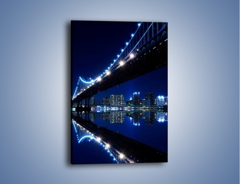 Obraz na płótnie – Oświetlony most w odbiciu wody – jednoczęściowy prostokątny pionowy AM211